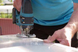 couper plaque de polycarbonate à la scie sauteuse